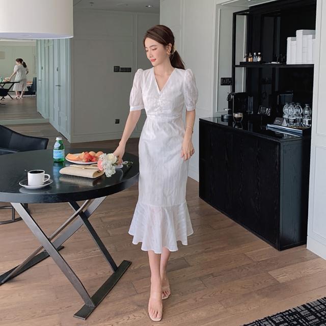【女神婚紗禮服店】白色長版棉質V領短袖荷葉洋裝 提貨券(白色洋裝 荷葉裙襬)
