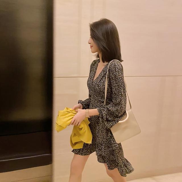 【女神婚紗禮服店】黑黃白花雪紡V領長袖短版洋裝 提貨券(黑底碎花洋裝 短版洋裝 雪紡洋裝)