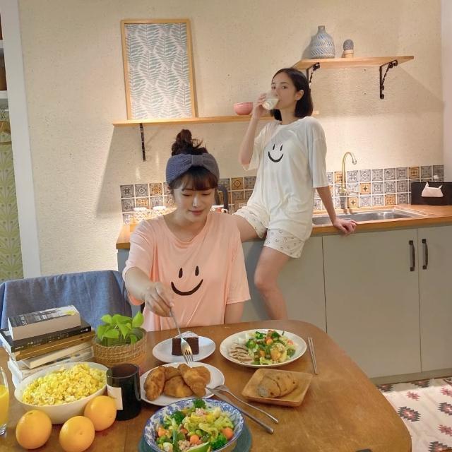 【PizzaCutFive】帶著好心情入睡/微笑印花上衣加短褲兩件組/睡衣套裝-粉紅(居家必備:好眠睡衣)