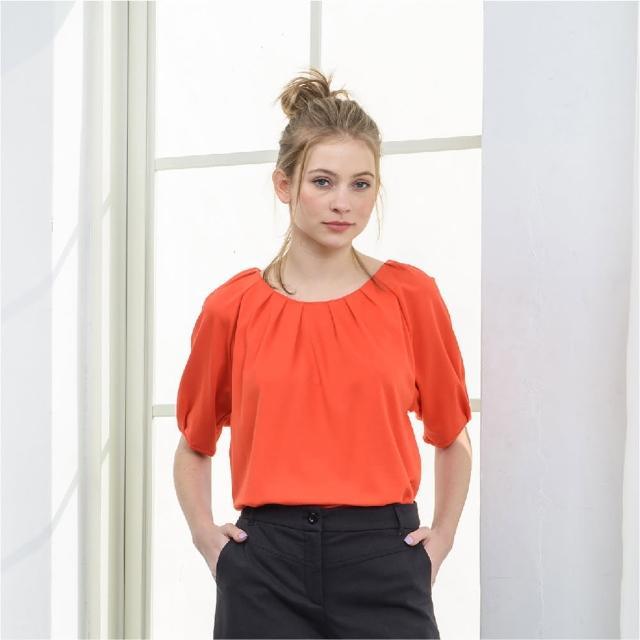 【KiKi】圓領打褶-女短袖上衣 素色 黑 桔(二色/版型合身)