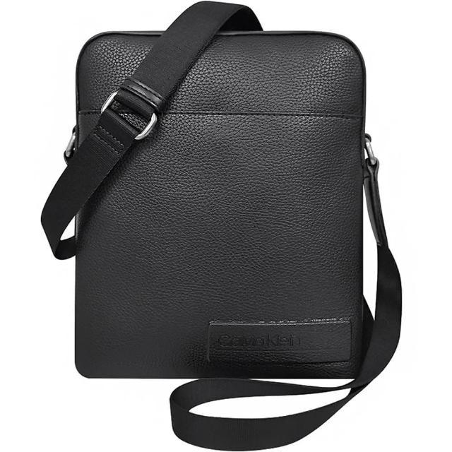 【Calvin Klein 凱文克萊】荔枝紋皮革方形斜背包(黑色)